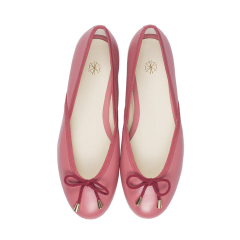 Shop online pink ballerina flats with calf leather uppers, calf leather lining and cow leather outsoles. Designed in Singapore and made in Spain. International shipping.