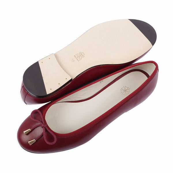 Calla Leather Ballet Flats in Merlot. Shop online burgundy ballerina flats with sheepskin leather uppers, calf leather lining and cow leather outsoles. Designed in Singapore and made in Spain. International shipping.