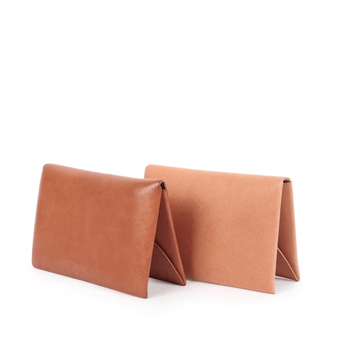 Shop online tan Italian vegetable-tanned leather cardholder with single piece construction, designed in Singapore and made in Spain. International shipping.