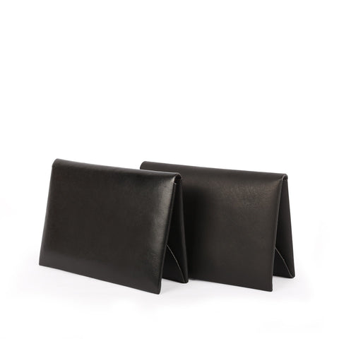 Shop online black Italian vegetable-tanned leather cardholder with single piece construction, designed in Singapore and crafted in Spain. International shipping.