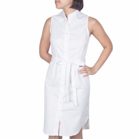Bando Sleeveless Shirtdress in White Cotton Twill. Shop online sleeveless shirtdress in Italian white cotton twill with band collar, waist darts and removable sash. Designed and made in Singapore. International shipping.