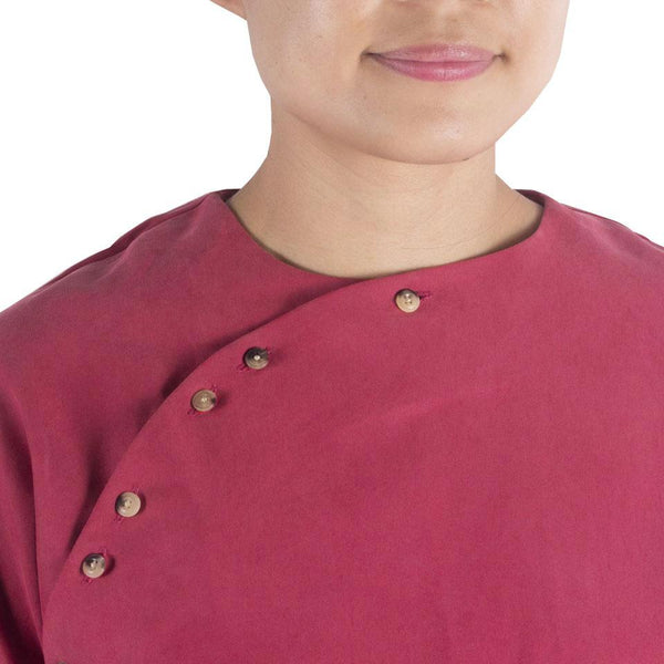 San Top in Crimson Cotton Cupro. Shop online red cheongsam-inspired cropped Japanese cotton cupro blouse with horn buttons and back panels. Made in Singapore, international shipping.