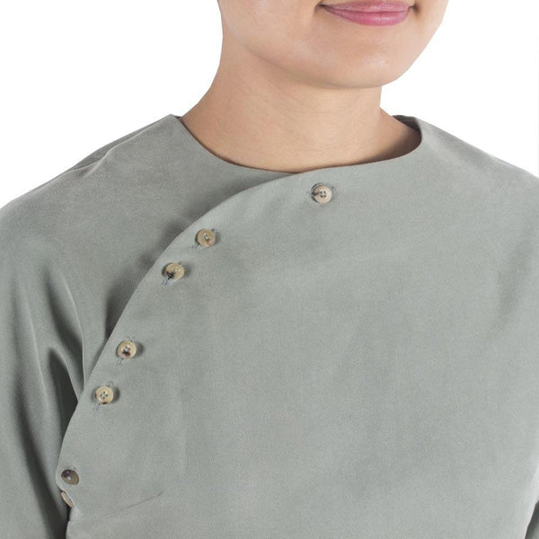 San Top in Pale Olive Tencel Cotton Rayon Oxford. Shop online mint cheongsam-inspired cropped Japanese tencel cotton rayon oxford blouse with horn buttons and back panels. Made in Singapore, international shipping.