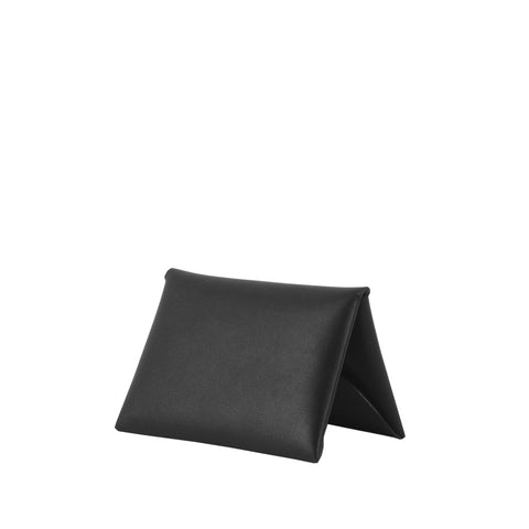 Shop online black cardholder made of cow leather from Spain, with single-piece construction. Designed in Singapore and made in Spain. International shipping.