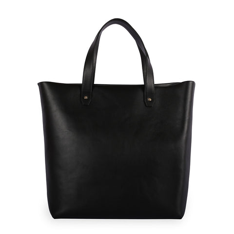 Penta Cow Leather Tote & Pouch in Noir. Shop online black tote and pouch, made of cow leather from Spain, fully lined with goat suede. Designed in Singapore, made in Spain. International shipping.
