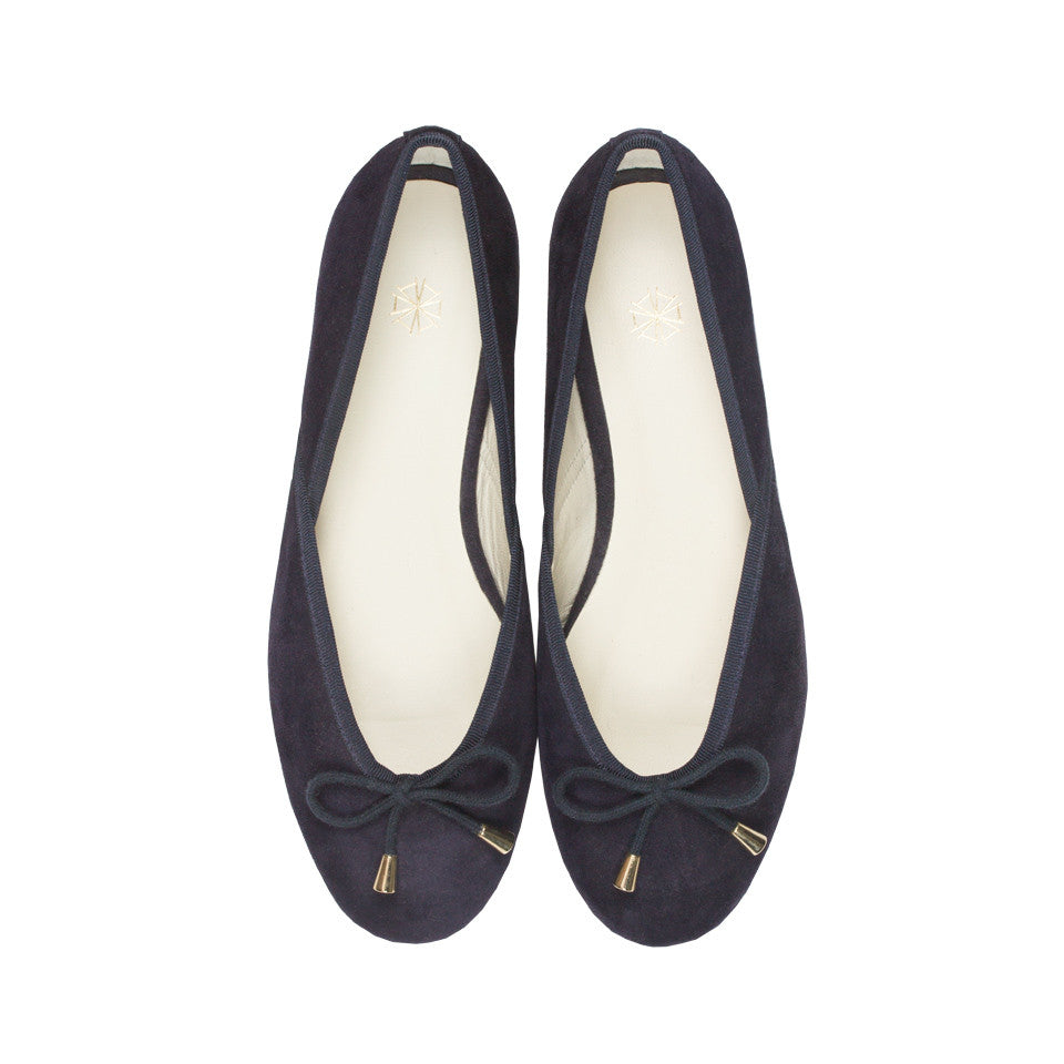 Shop online navy ballerina flats with goat suede uppers, calf leather lining and cow leather outsoles. Designed in Singapore and made in Spain. International shipping.