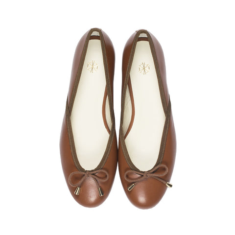 Vera Leather Ballet Flats in Caramel. Shop online brown ballerina flats with sheepskin leather uppers, calf leather lining and cow leather outsoles. Designed in Singapore and made in Spain. International shipping.