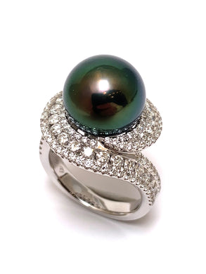 Pearl Ring with Diamonds