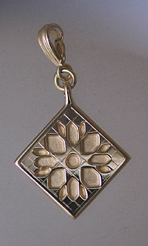 14kt Gold Sunflower Quilt Pendant (small)