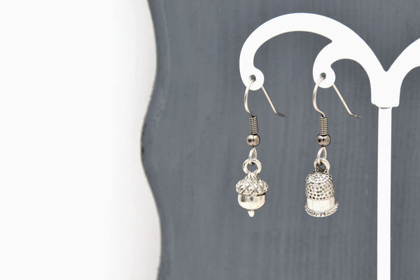 Peter Pan Kiss Mismatched Earrings with Acorn and Thimble Charms (Fantasy Jewelry) fripparie