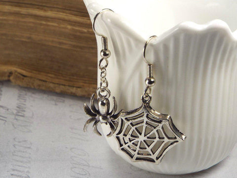 Spider and Web Gothic Mismatched Earrings fripparie
