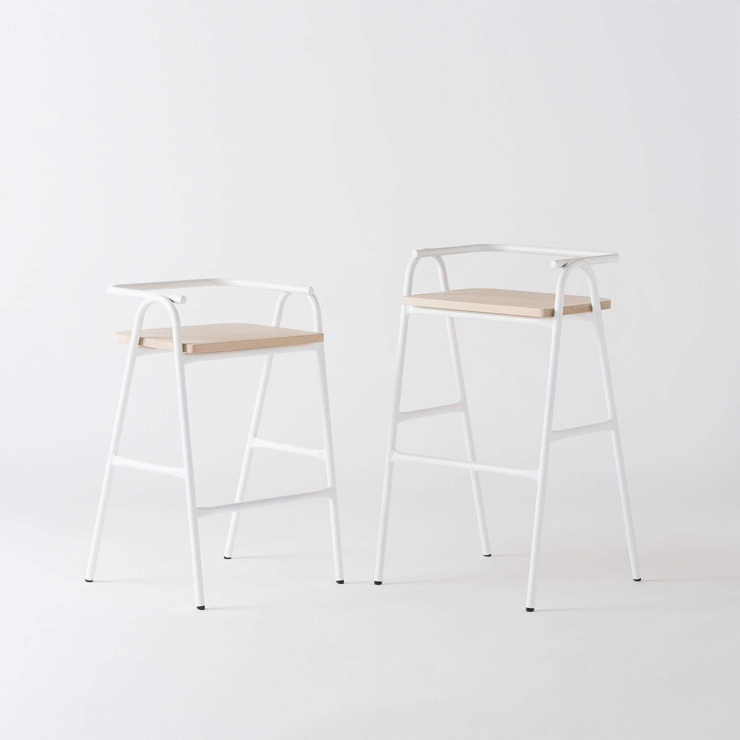 Half Hurdle High Chair by Dowel Jones