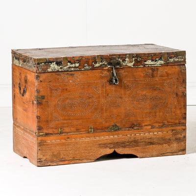 IDE0619-19 Vintage Indian Chest