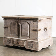 IFU0320-05 Vintage Indian Chest