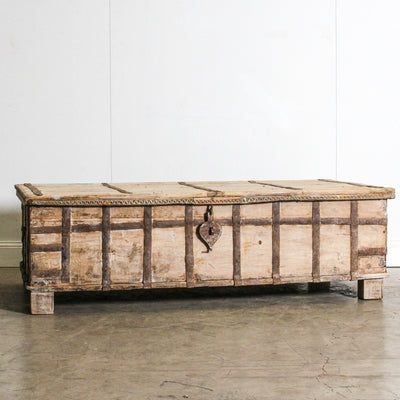 IFU0320-37 Vintage Indian Chest Coffee Table