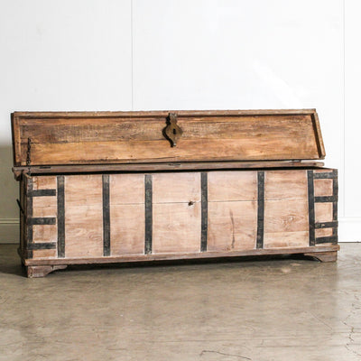 IFU0320-52 Vintage Indian Chest Coffee Table