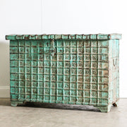 IFU0320-54 Vintage Indian Chest