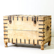 IFU0619-12 Vintage Indian Chest