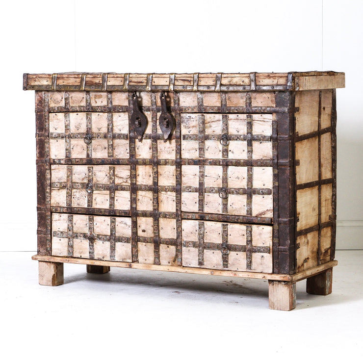 IFU0619-51 Vintage Indian Chest