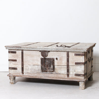 IFU0818-48 Vintage Indian Wooden Chest