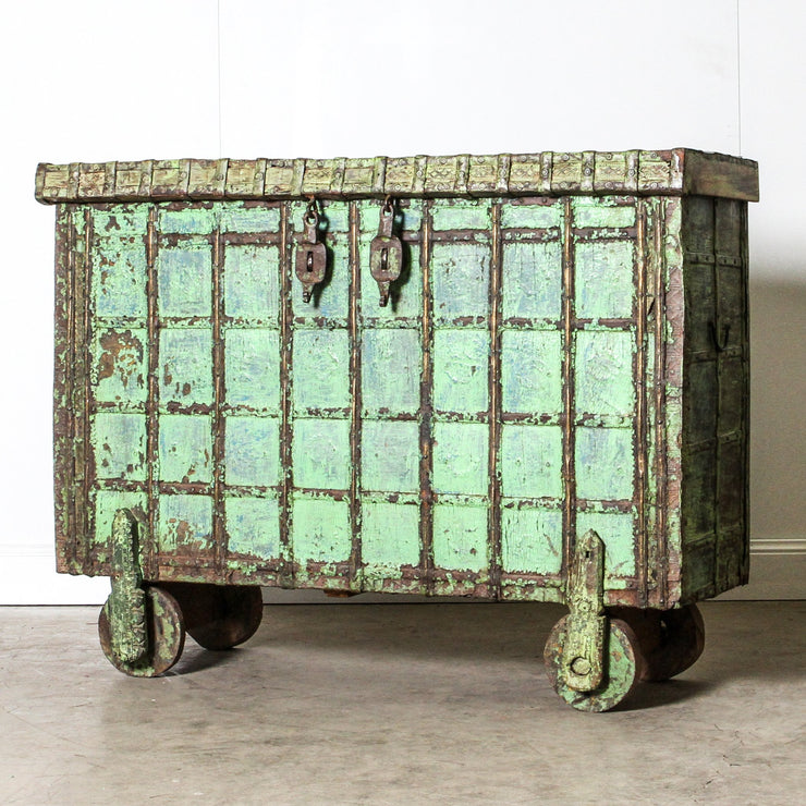 IFU1119-25 Vintage Indian Chest with Wheels