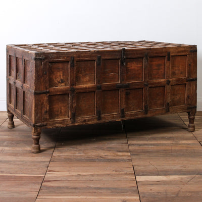 IFU0517-30 Vintage Indian Chest Coffee Table