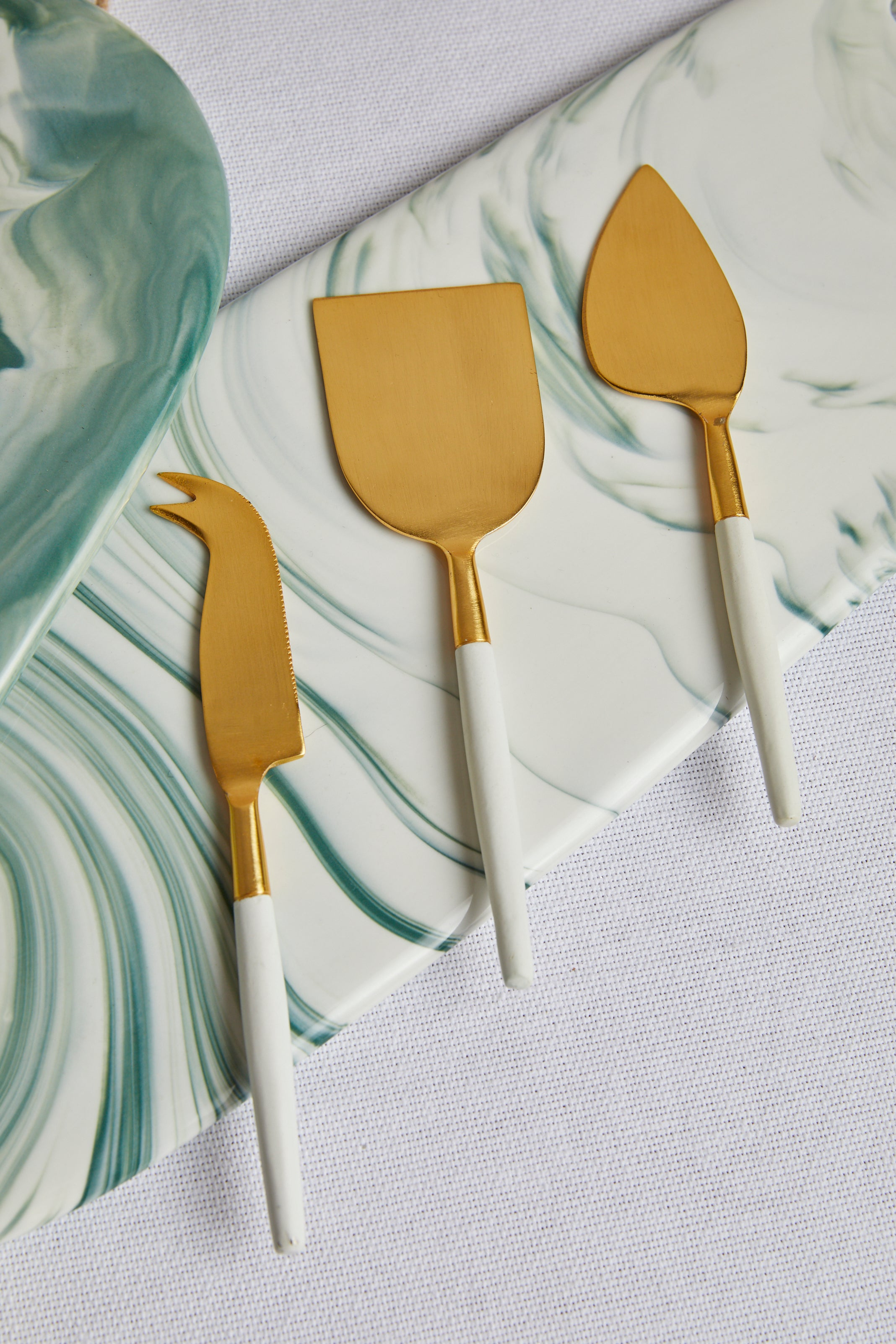 White and Gold Cheese Knife Set - picnic-sf