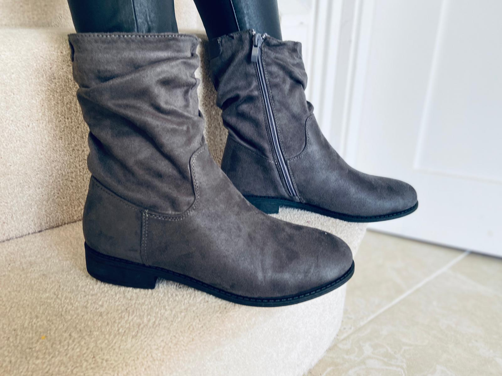 Rebelle Boots Grey