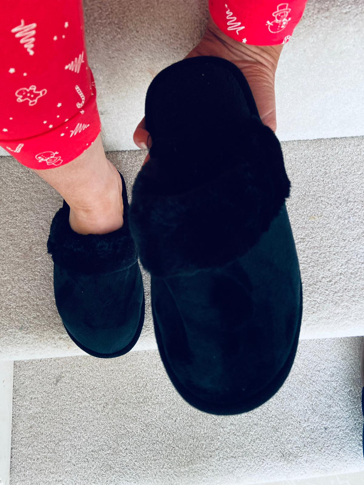 Arwin Slippers Black