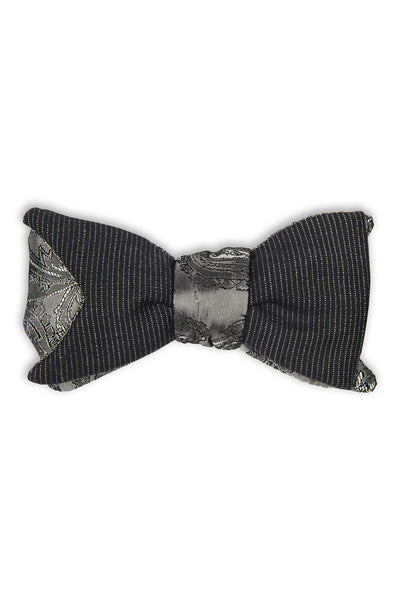 Handmade wool bow tie in a fish tail cut - Noeud papillon en laine en forme de queue de poisson