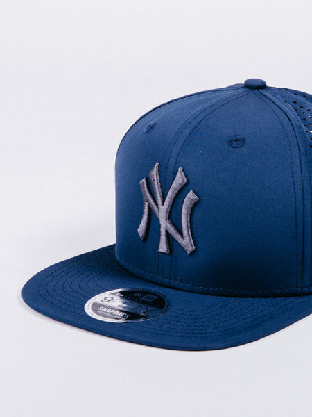 NEW ERA  9FIFTY Feather Perf New York Yankees Snapback Navy/Grey