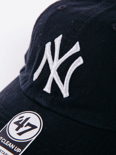 CLEAN UP New York Yankees Silver Logo Black Cap