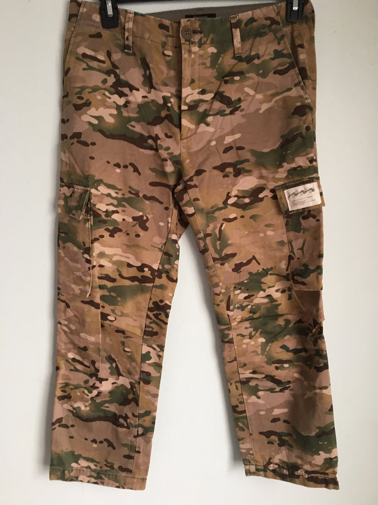 "Undercover cropped camo cargo's 2011 ""Underman"" size 32"