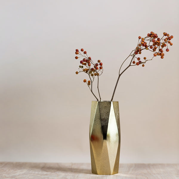 rose and ammi flowers Edinburgh florist brass geometric vase