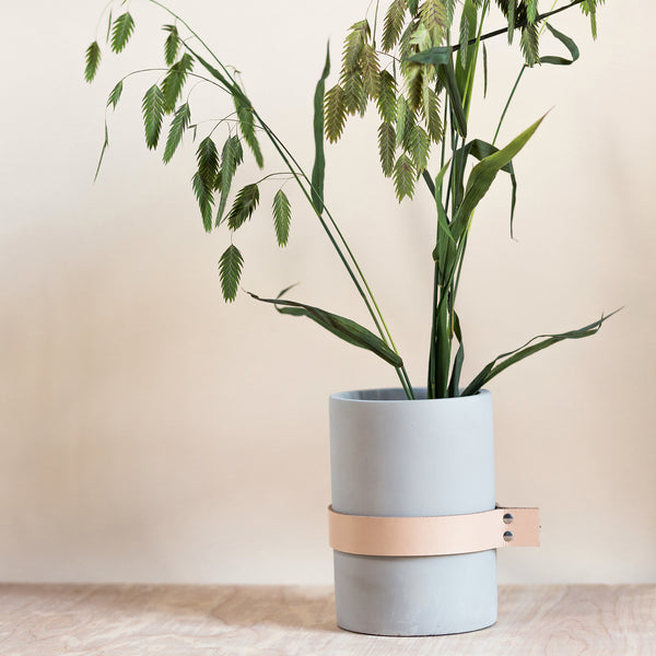 rose and ammi flowers Edinburgh florist concrete vase with leather strap