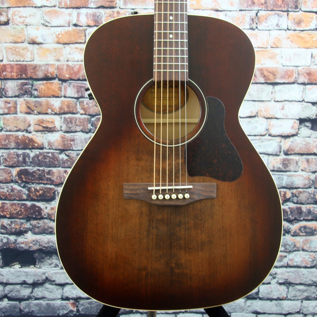 Art & Lutherie Legacy Bourbon Burst Acoustic Guitar