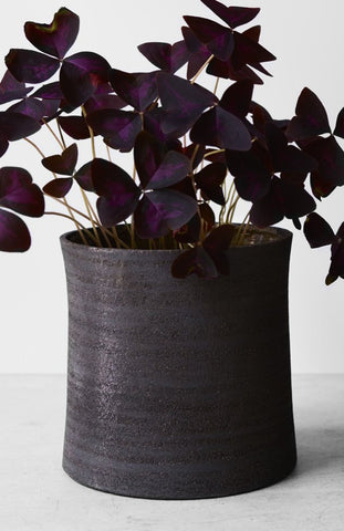 Larger flower pot in dark stoneware clay