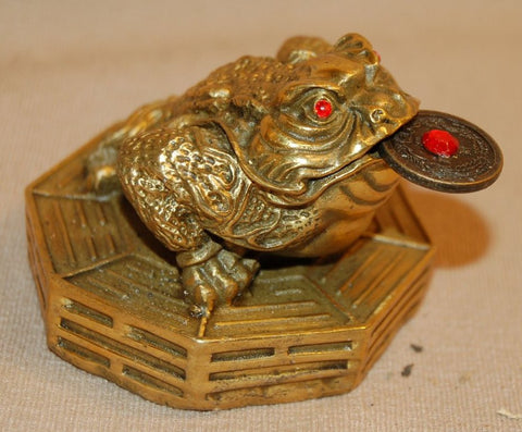 Bronze 3 Legged Frog sitting on Bagua