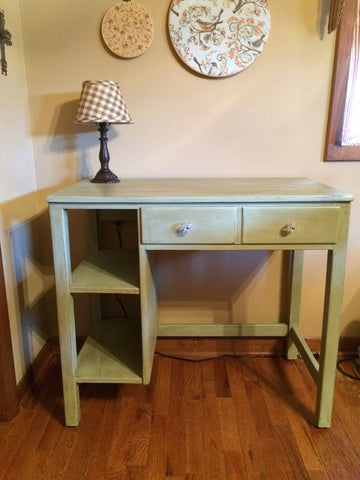 finishsed desk