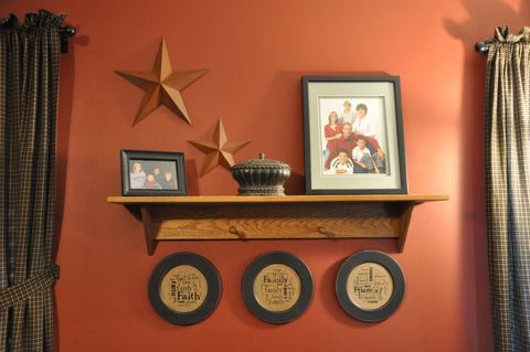 Plates and stars wall arrangment