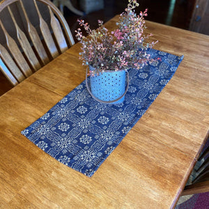 Gettysburg Navy and Tan Woven Table Runner 32""