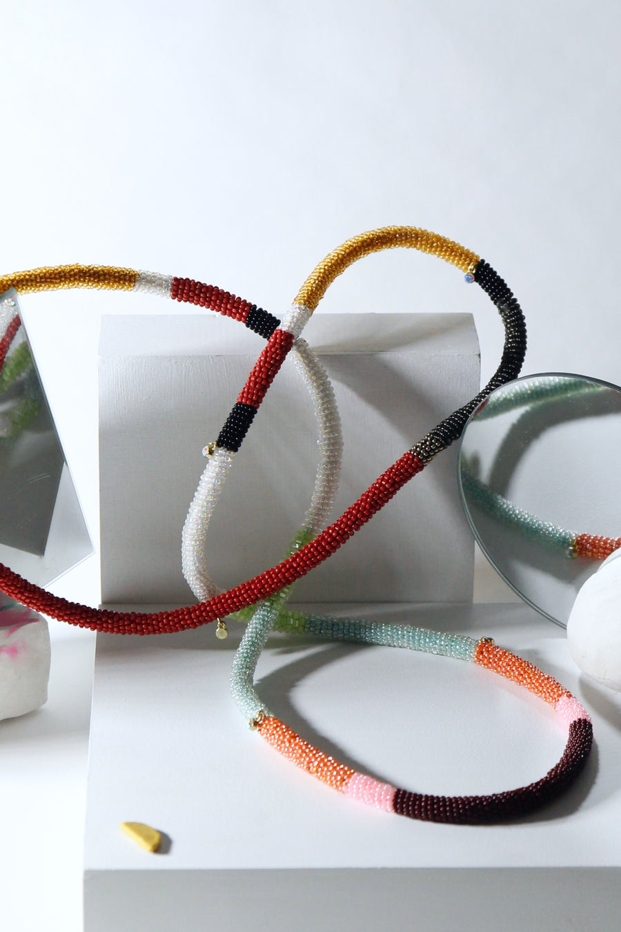 Loop necklace in jewel rainbow