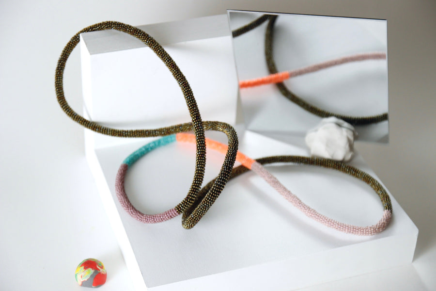 Loop necklace in coral punch