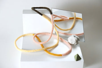Loop necklace in peach and pine