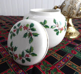Sadler Christmas Holly Tea Caddy Ginger Jar 1970s Ceramic Canister Holiday Tea - Antiques And Teacups - 3