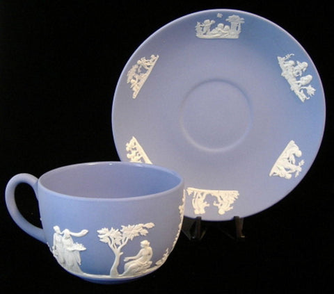 Wedgwood Blue Jasperware Cup And Saucer Sacrifice Group Of Cherubs 1959 - Antiques And Teacups - 1