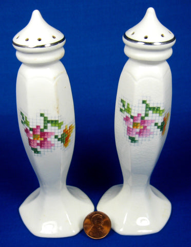Salt And Pepper Shakers Petit Point Homer Laughlin Eggshell Nautilus
