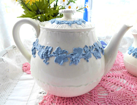 Teapot Wedgwood Embossed Blue On White Grapevine Large 4-6 Cups 1940s