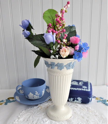 Blue And White Wedgwood Queens Ware Vase 6.5 Inch Grapevines 1950s