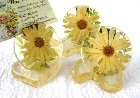 Place Card Holders 3 Lucite Daisies 1960s Groovy Yellow Flower Power